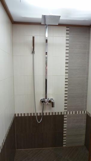 Баня с отделна душ кабина и вграден бойлер в тавана 3