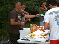 El primer avituallament amb fruita i sucs, molt a prop dels Camps de la Poua