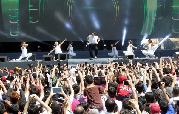 Gangnam Style Penang Vs Carlsberg Style Batu Feringghi