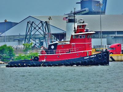 Hunt Girls Tug
