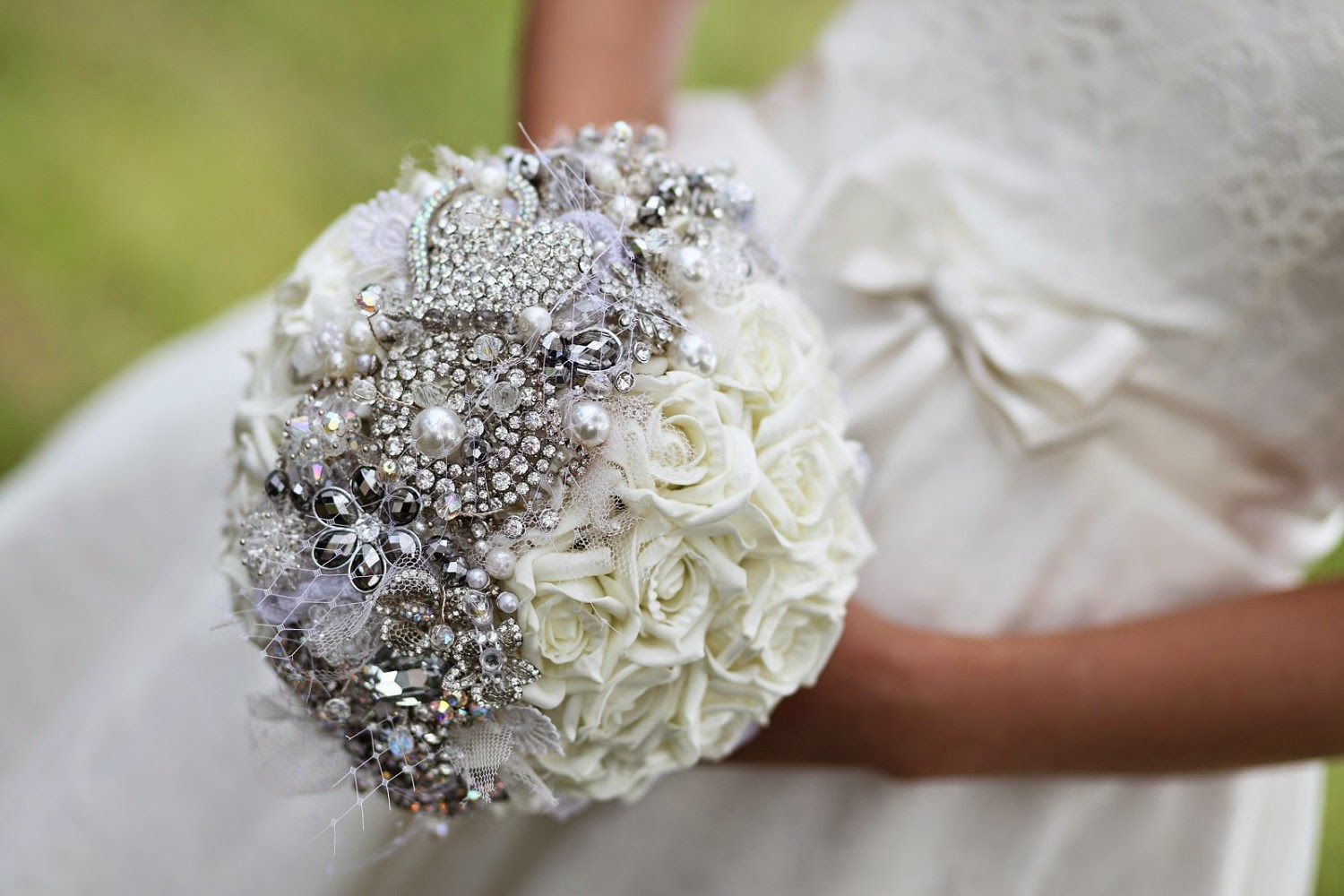 Prom Flowers: On Trend Prom - Brooches!