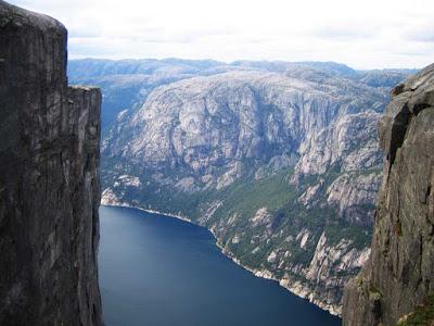 Penhascos de Kjerag – Noruega
