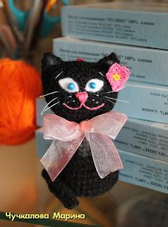 вязаная кошка крючком подвеска
