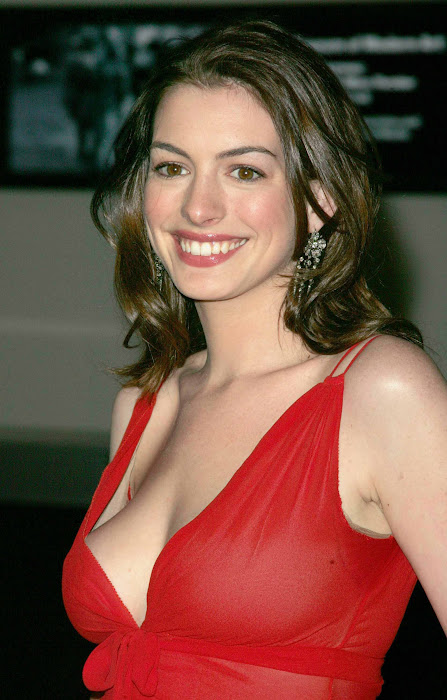 anne hathway new in red dress hot images