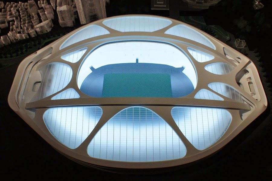オペラシティアートギャラリーで展示されている最新の模型 磯崎新による意見書「ザハ・ハディド案の取
