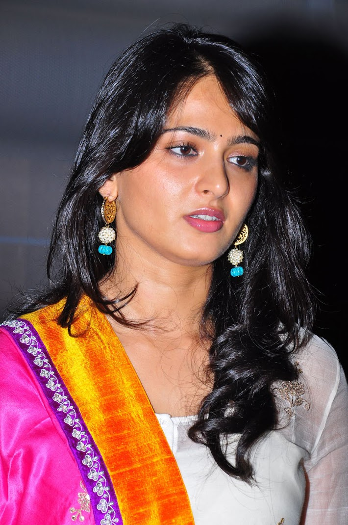 Anushka Shetty Latest Hot Stills - Pink Chunni