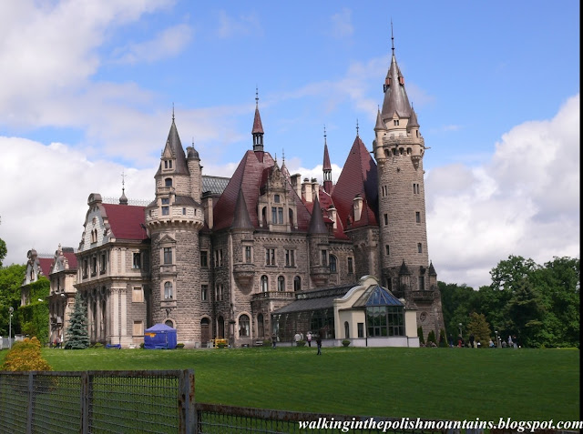 http://walkinginthepolishmountains.blogspot.com/2015/08/the-moszna-castle.html