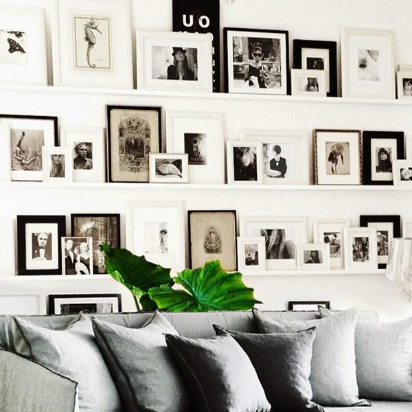 estantes largos blancos para colocar fotos en blanco y negro