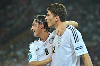 Özil and Gomez