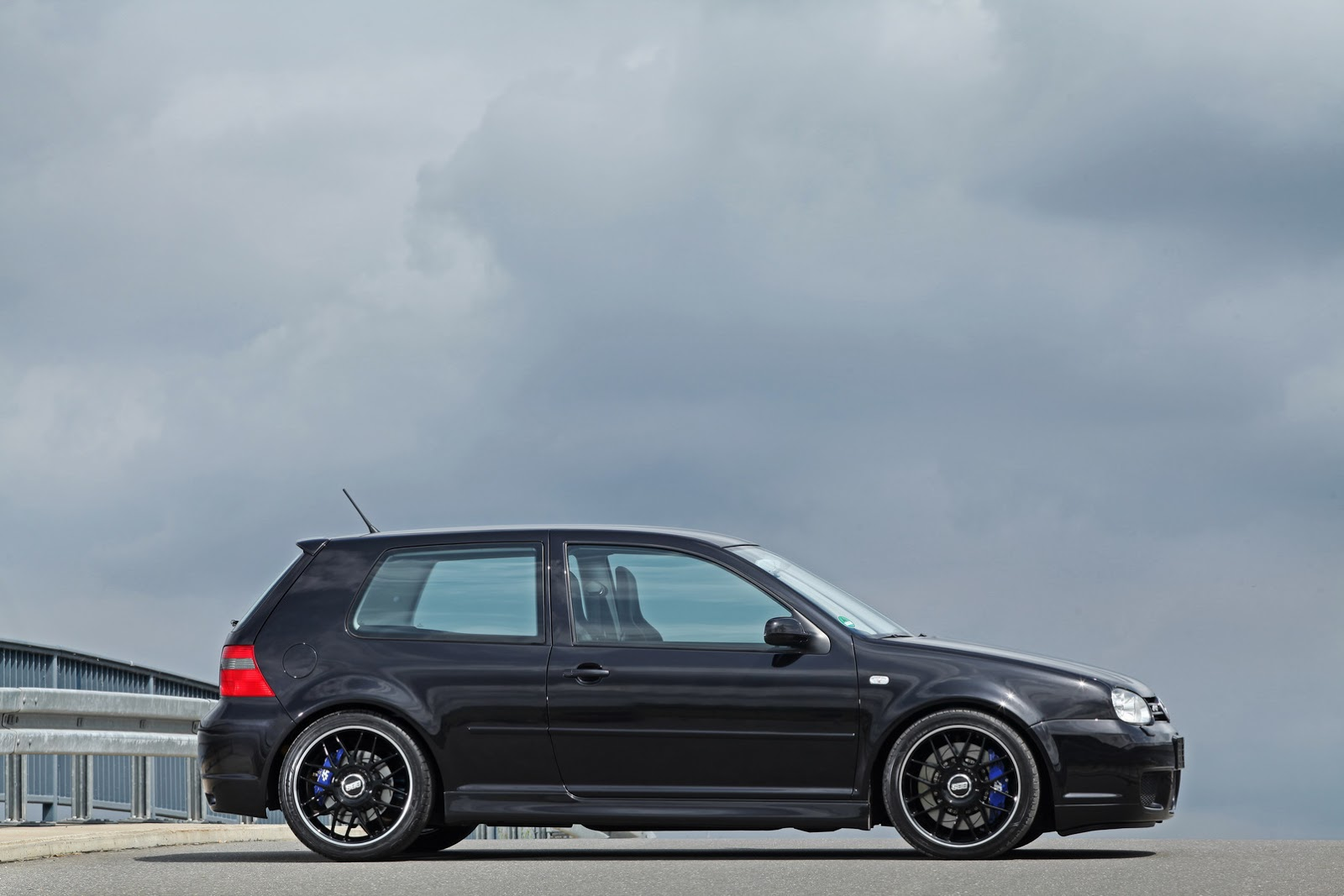 tuned vw golf r32 iv has some serious hperformance carscoops. Black Bedroom Furniture Sets. Home Design Ideas
