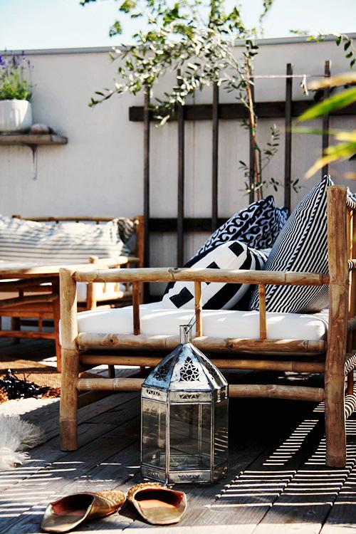 muebles de bambú en la terraza