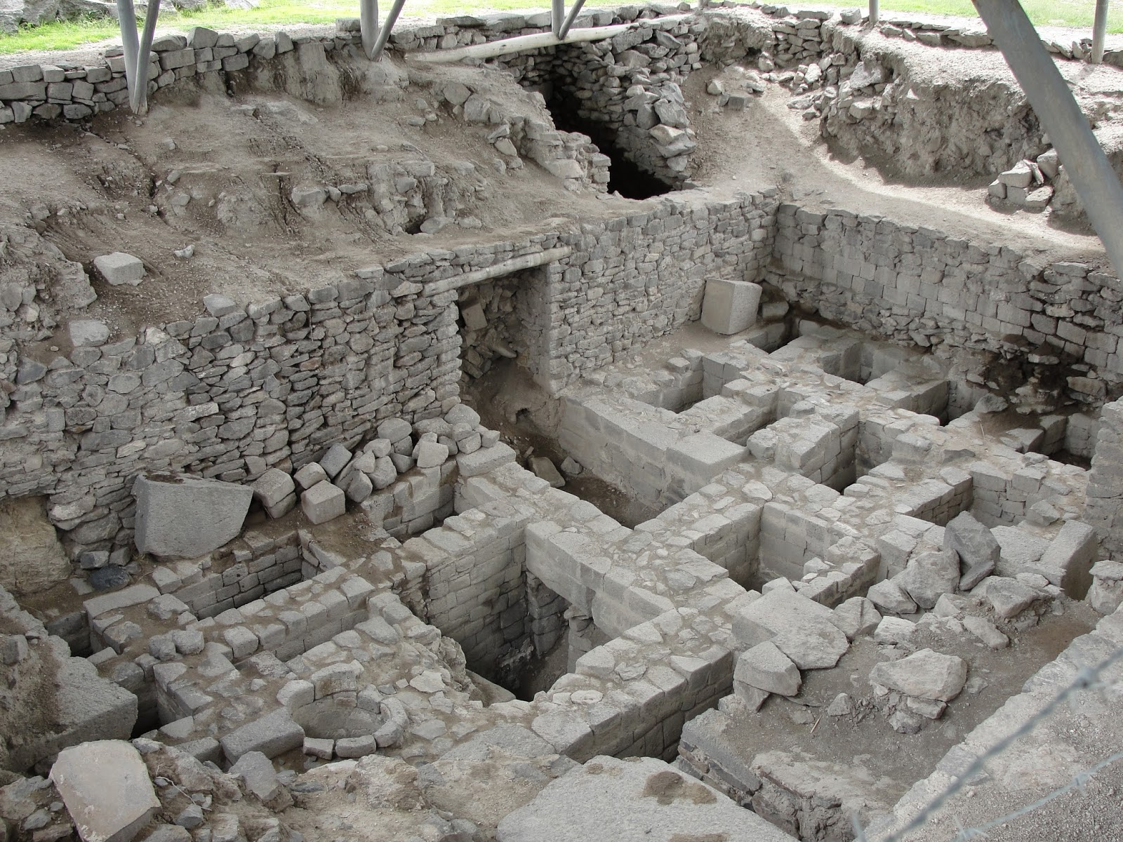 New finds uncovered at Wari complex in Peru