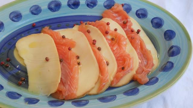carpaccio di salmone e provola affumicata