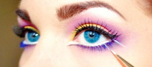 maquillaje de ojos colorido