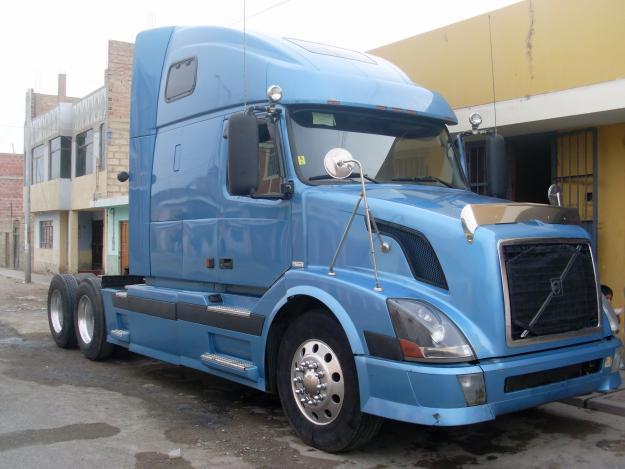 videos de camiones volvo nh12 azul