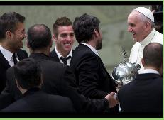 Papa Francisco recibe a representantes de San Lorenzo tras ganar la Libertadores