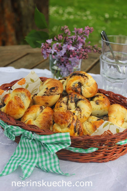 Gebäckkringel mit Olivenpastete (Zeytin Ezmeli Açma)