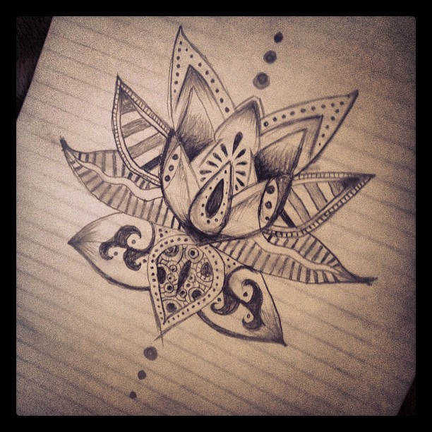 Tatouages 50 dessins pour sublimer nos chevilles Glamour - Tatouage Fleur De Lotus Cheville