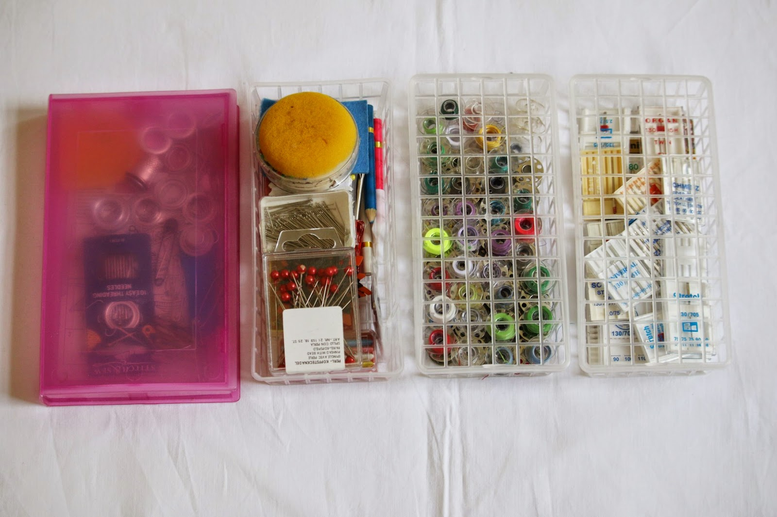 Organisiert mit VHS-Hülle und Physaliskörbchen / Organized with the help of a VHS cover and some physalis baskets / Upcycling