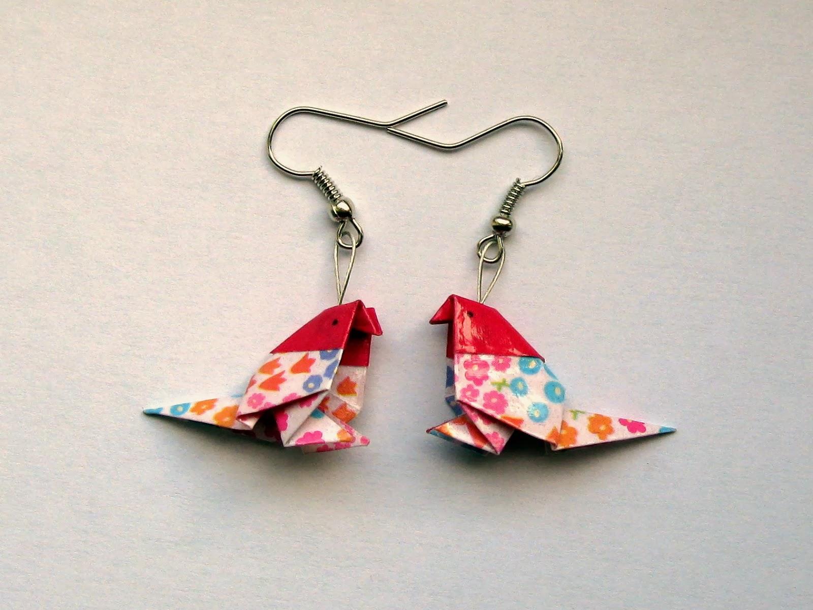 http://www.alittlemarket.com/boucles-d-oreille/boucles_d_oreille_origami_oiseau_fuchsia_blanc_multicolore-6758265.html
