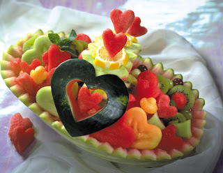 frutas em  forma de corações