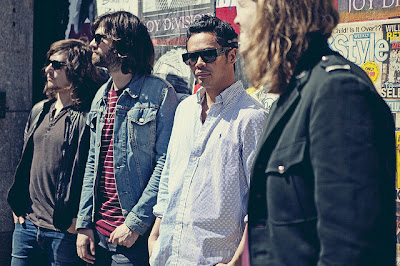 Recommended Music : The Temper Trap