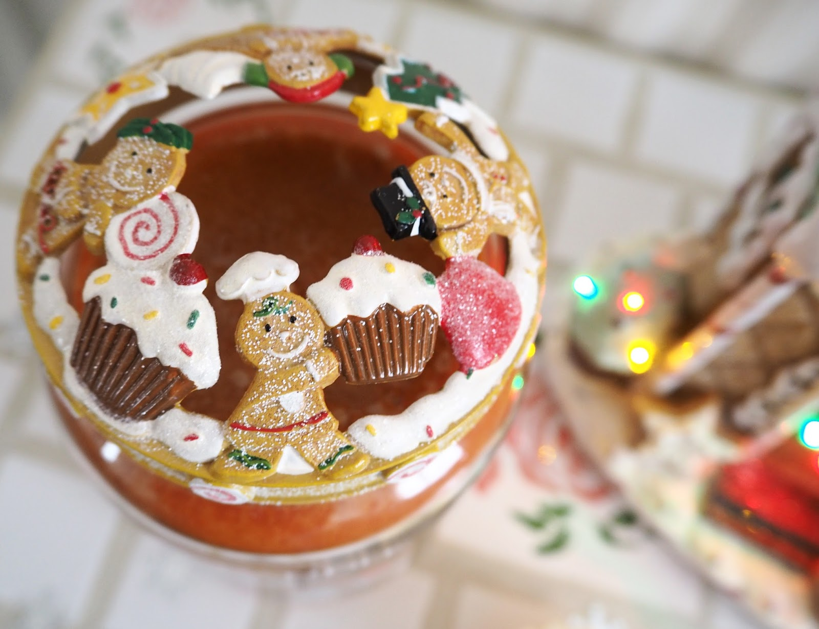 My Christmas Yankee Candles Gingerbread Illumalid | Katie Kirk Loves