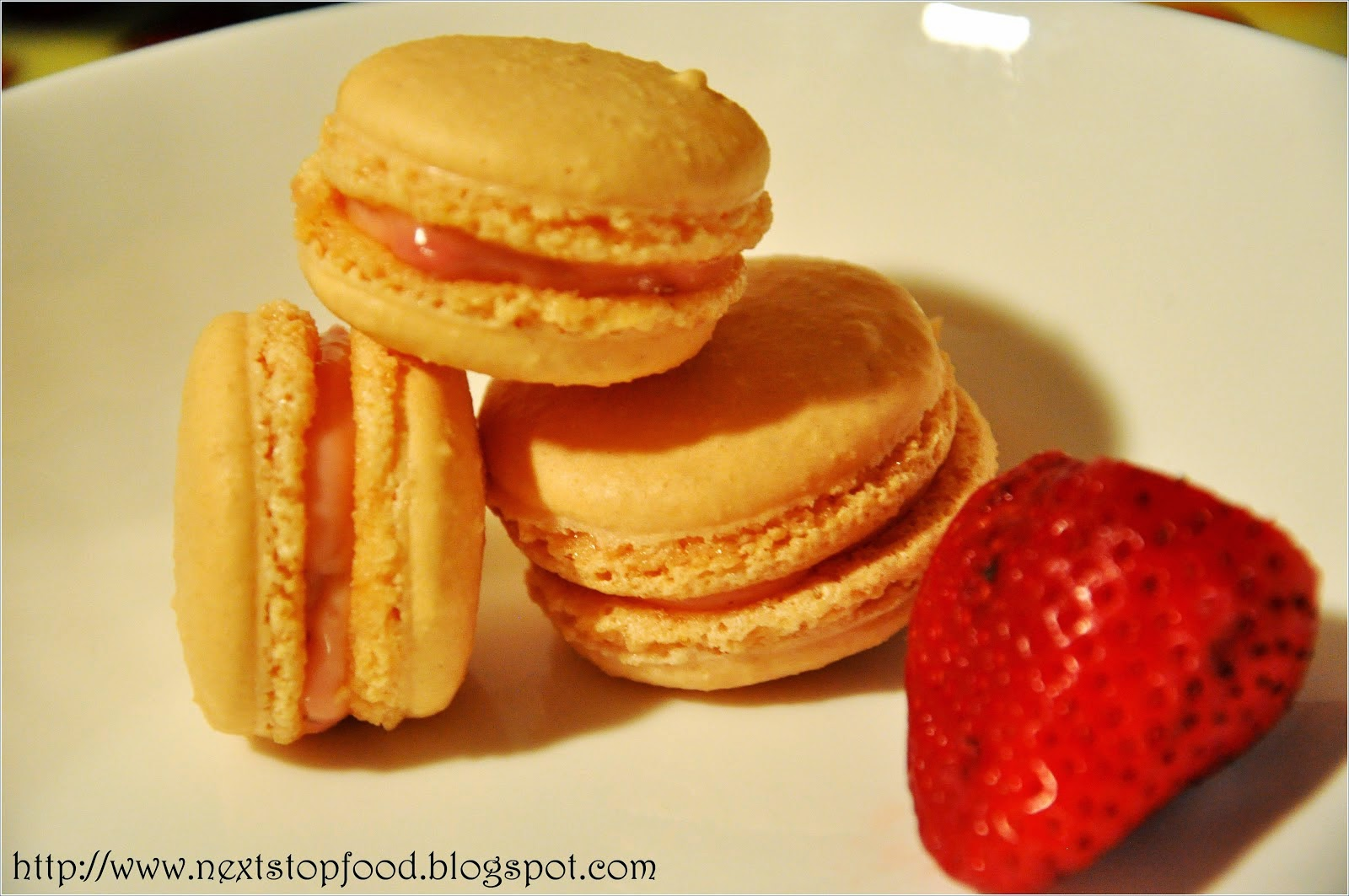 http://nextstopfood.blogspot.com.au/2012/11/recipe-strawberry-cheesecake-macarons.html