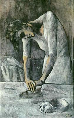 Mulher passando a ferro