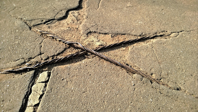 фотография телефоном смартфоном  Nokia Lumia 925 металлический металл  железное железо старое ржавое очень усталое