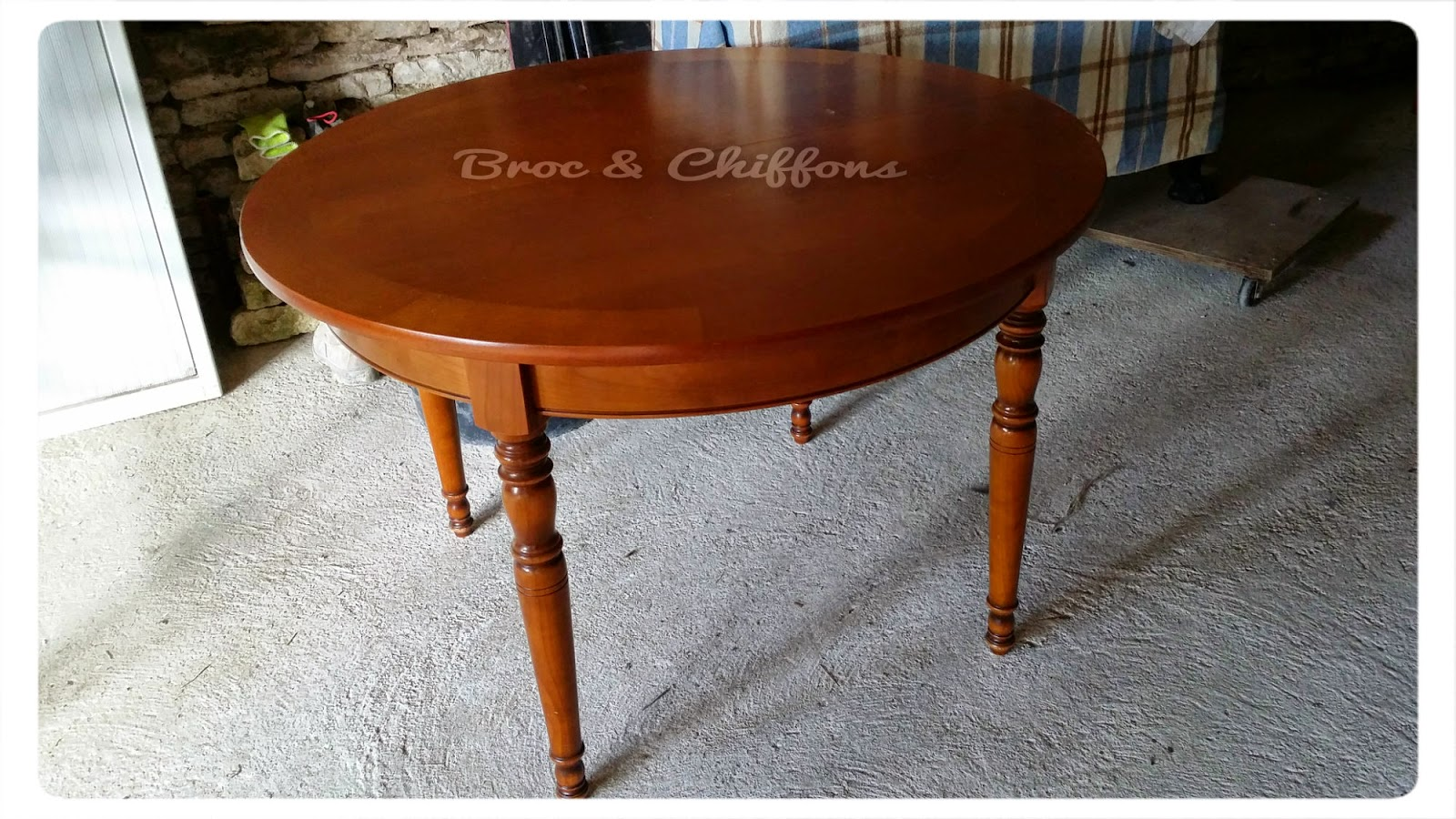 Broc et chiffons relooking de meubles dans les deux s vres for Table ronde chez but