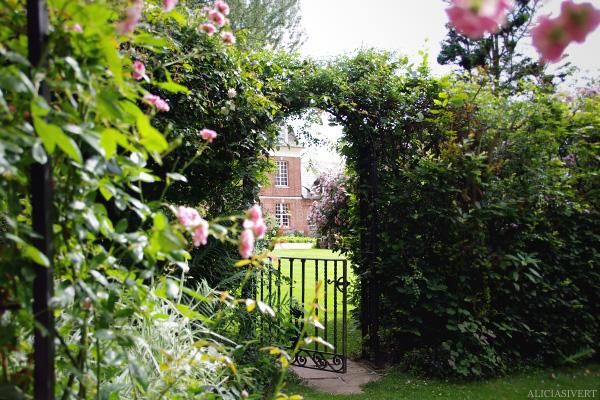 aliciasivert, alicia sivertsson, Les Jardins d'Angelique, normandie, normandy, france, frankrike, trädgård, trädgårdar, garden, gardens, rose, roses, flowers, gardening, flower, blommor, trädgårdskonst, växtlighet, rosor, grind, gate