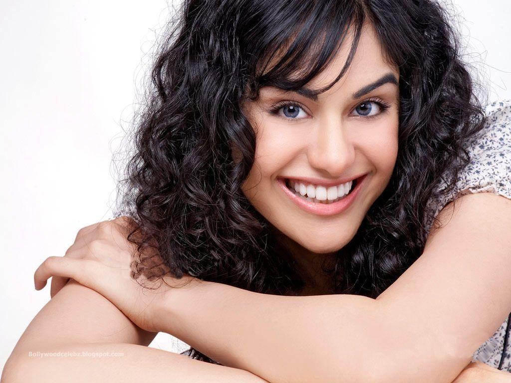 http://1.bp.blogspot.com/-Yf7QgBnnFmE/TfnwhGy2CZI/AAAAAAAAARc/3DA9q6p9h68/s1600/Bollywood+Adah+Sharma+Wallpaper5.jpg