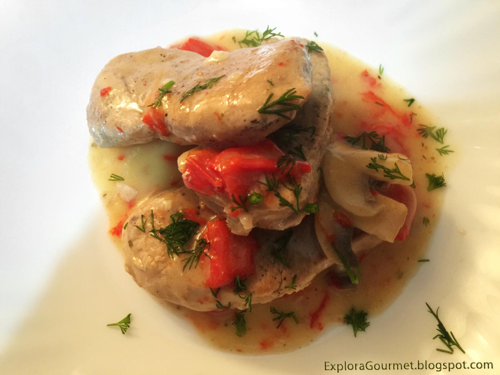 Solomillo de cerdo en salsa de pimientos y champiñones