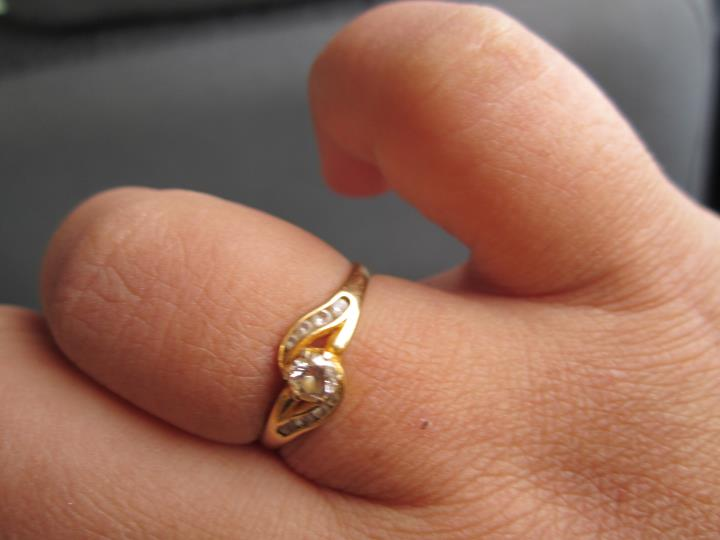Beli Cincin Emas Putih