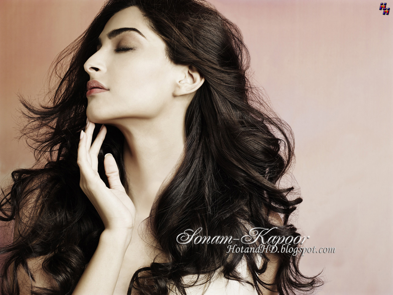 sonam kapoor best wallpapers download