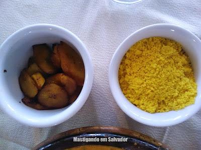 Sal Marinho Restaurant'Bar: Acompanhamentos (Banana Frita e Farofa)