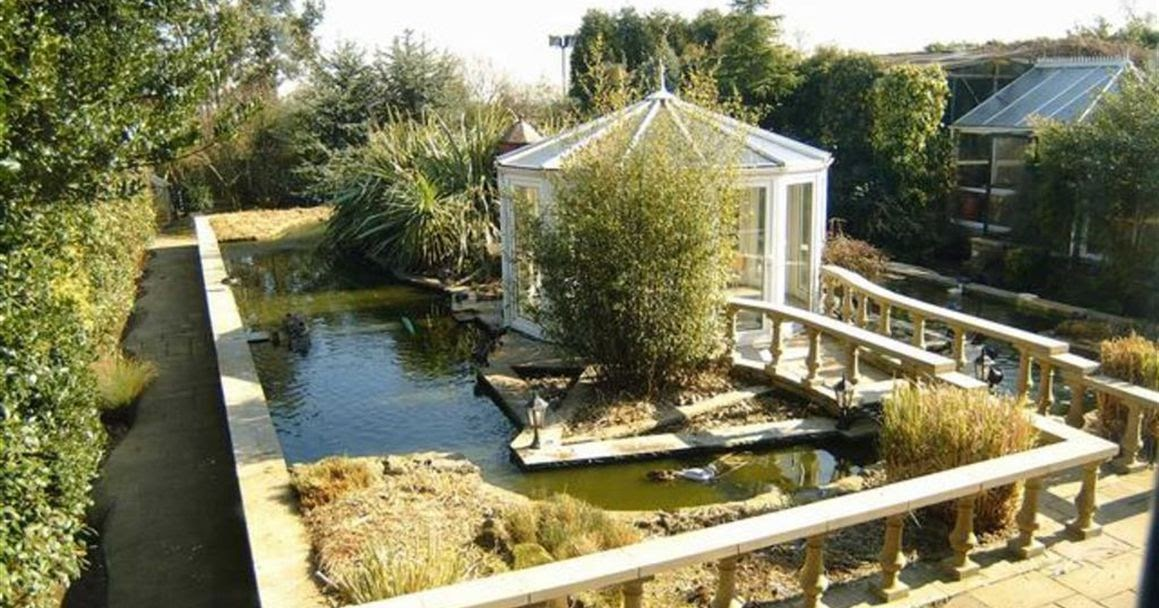 Shedworking moated garden office for Oeco garden office