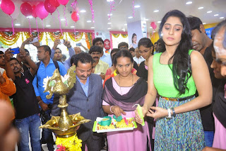Actress Regina Candra Latest Pictures at B New Mob ile Store Launch 31
