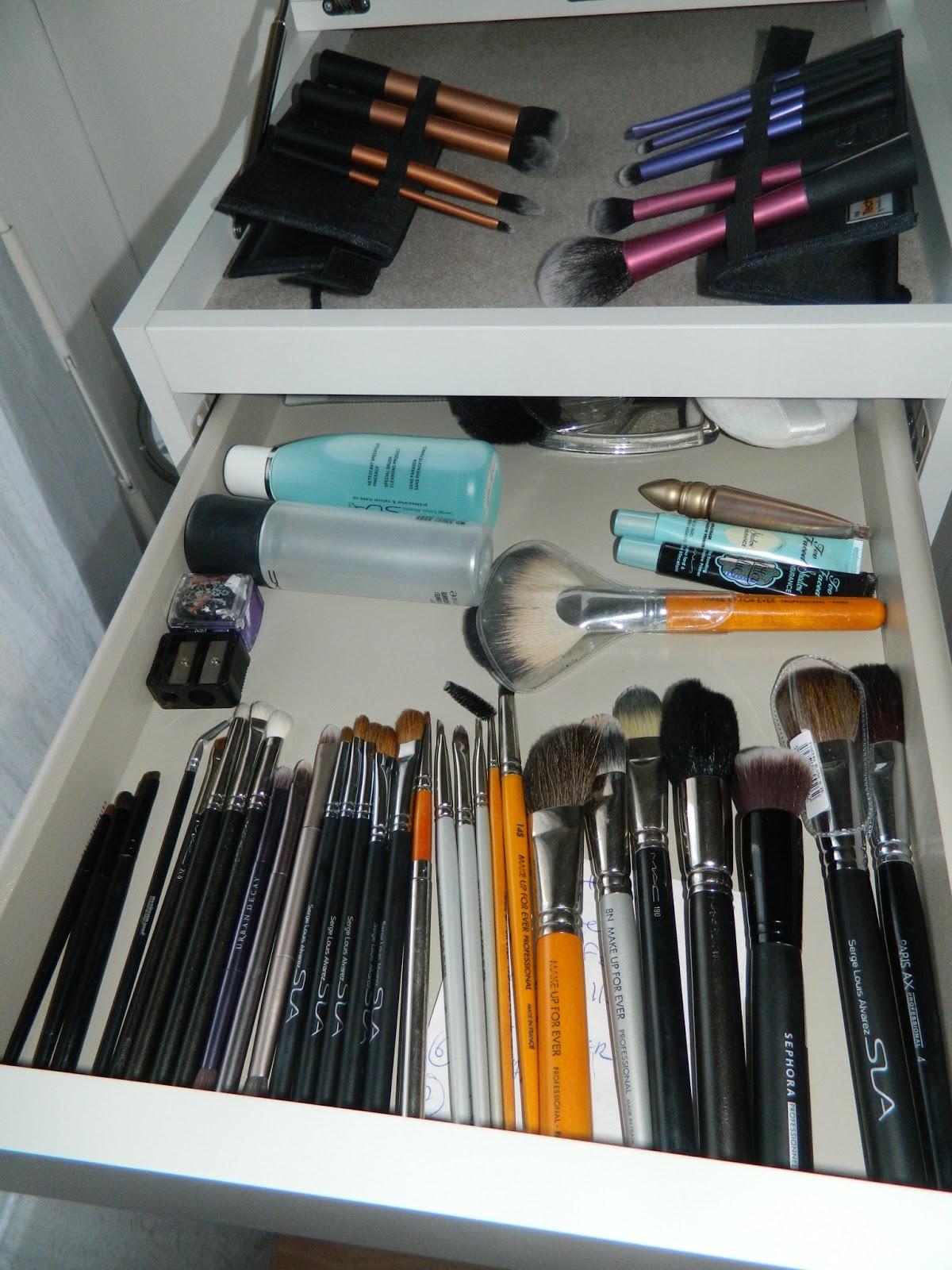 make up by yasmine mon rangement make up. Black Bedroom Furniture Sets. Home Design Ideas