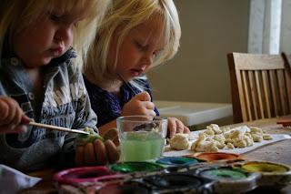 Pyssla med barn DIY Trolldeg Vattenfärg