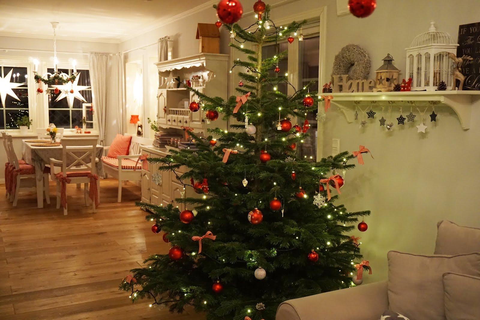 kleine lotta unser schwedenhaus unser weihnachtsbaum. Black Bedroom Furniture Sets. Home Design Ideas