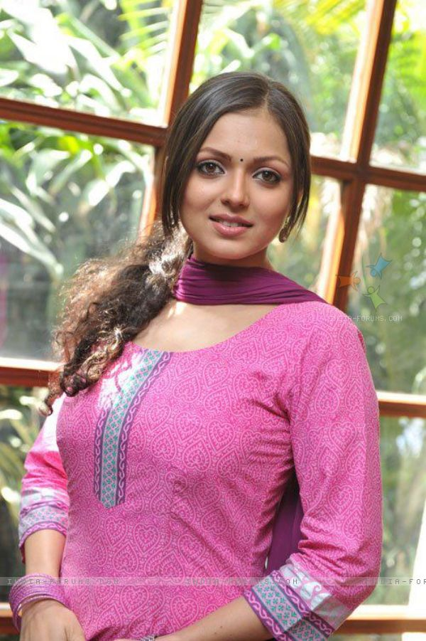 drashti dhami muskaan boobs size visible
