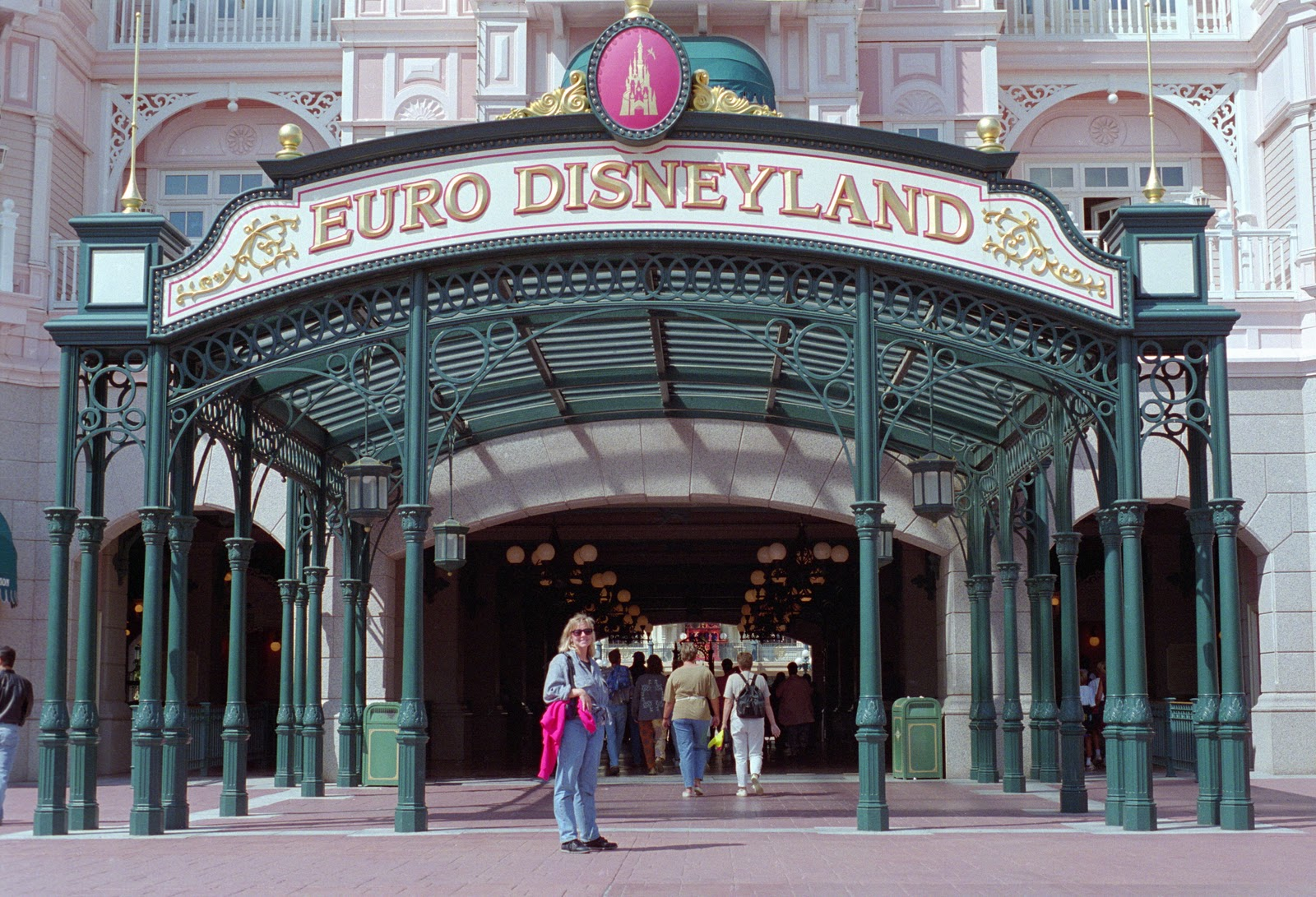 "euro disney Launch your career at disneyland paris apprenticeship, internship, part-time or seasonal contracts: our ""student"" section tells you everything you need to know."
