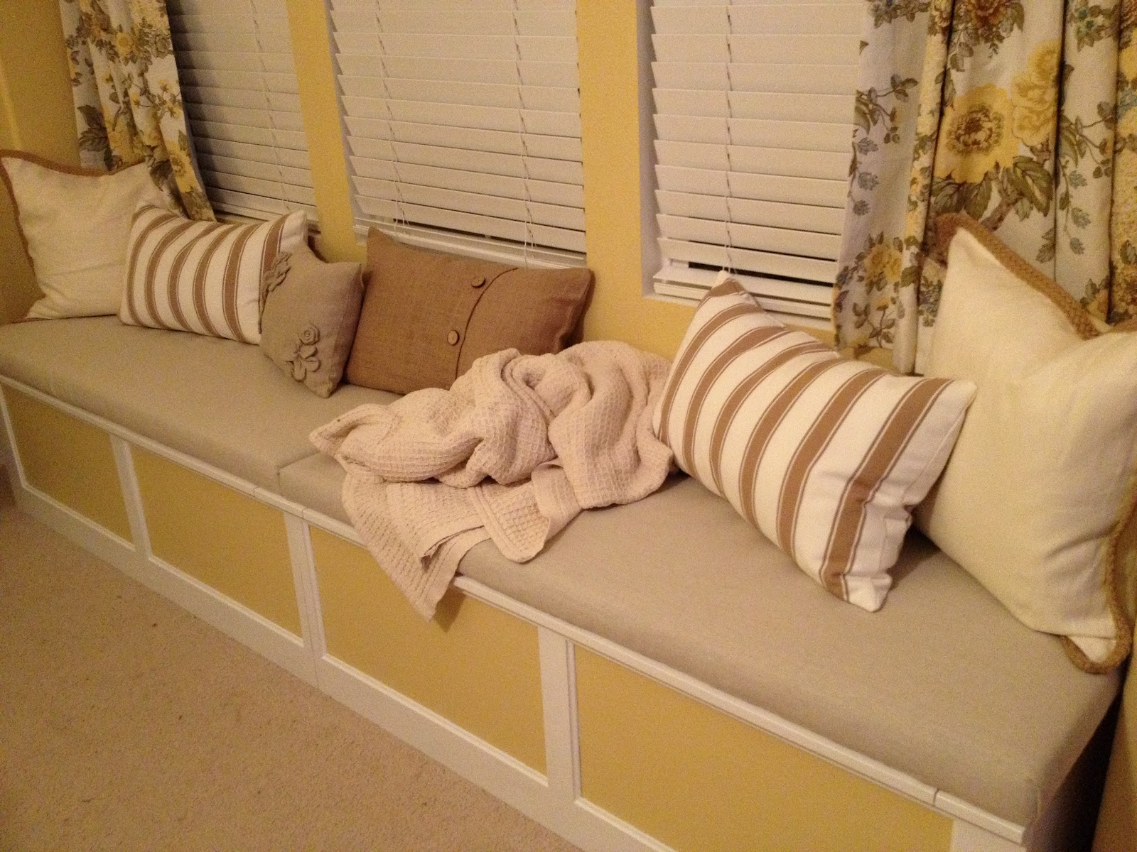 southern belle of the west make your own no sew window seat cushion. Black Bedroom Furniture Sets. Home Design Ideas