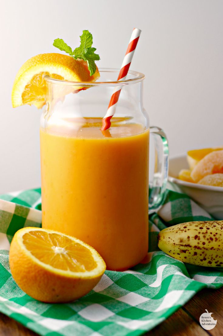 Orange Carrot Smoothie | by Renee's Kitchen Adventures - Easy, healthy, smoothie recipe using carrot juice!  YUM!