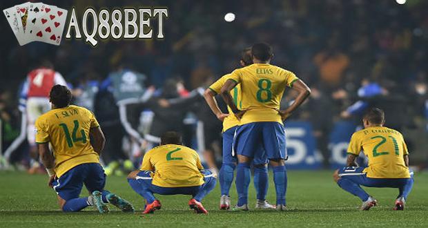 """Liputan Bola - Langkah tim nasional Brasil di Copa America 2015 cuma sampai di perempatfinal setelah disingkirkan Paraguay lewat adu penalti. Hasil tersebut mengulang mimpi buruk tim """"Selecao"""" 4 tahun lalu di Copa America 2011."""