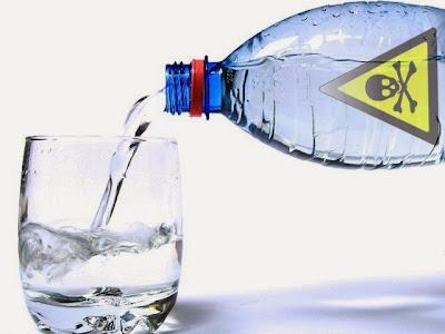 [Imagem: gua+engarrafada+tóxico+qu%C3%ADmicos+est...mônios.jpg]