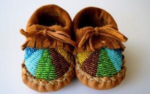 اعتني بأرجل صغيرك بأحذية من الجلد