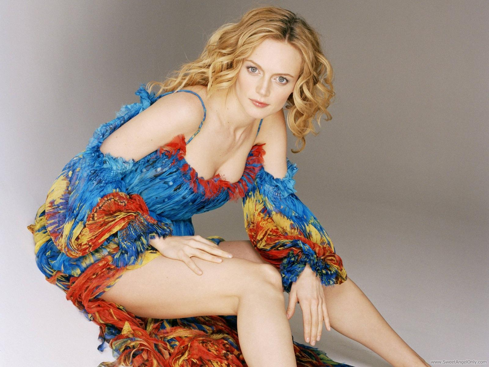 http://1.bp.blogspot.com/-YhY5BRU7HJM/Tty6xuaQUxI/AAAAAAAAQnw/0M-4Hvpu6Wc/s1600/american_woman_heather_graham_wallpaper-1600x1200.jpg